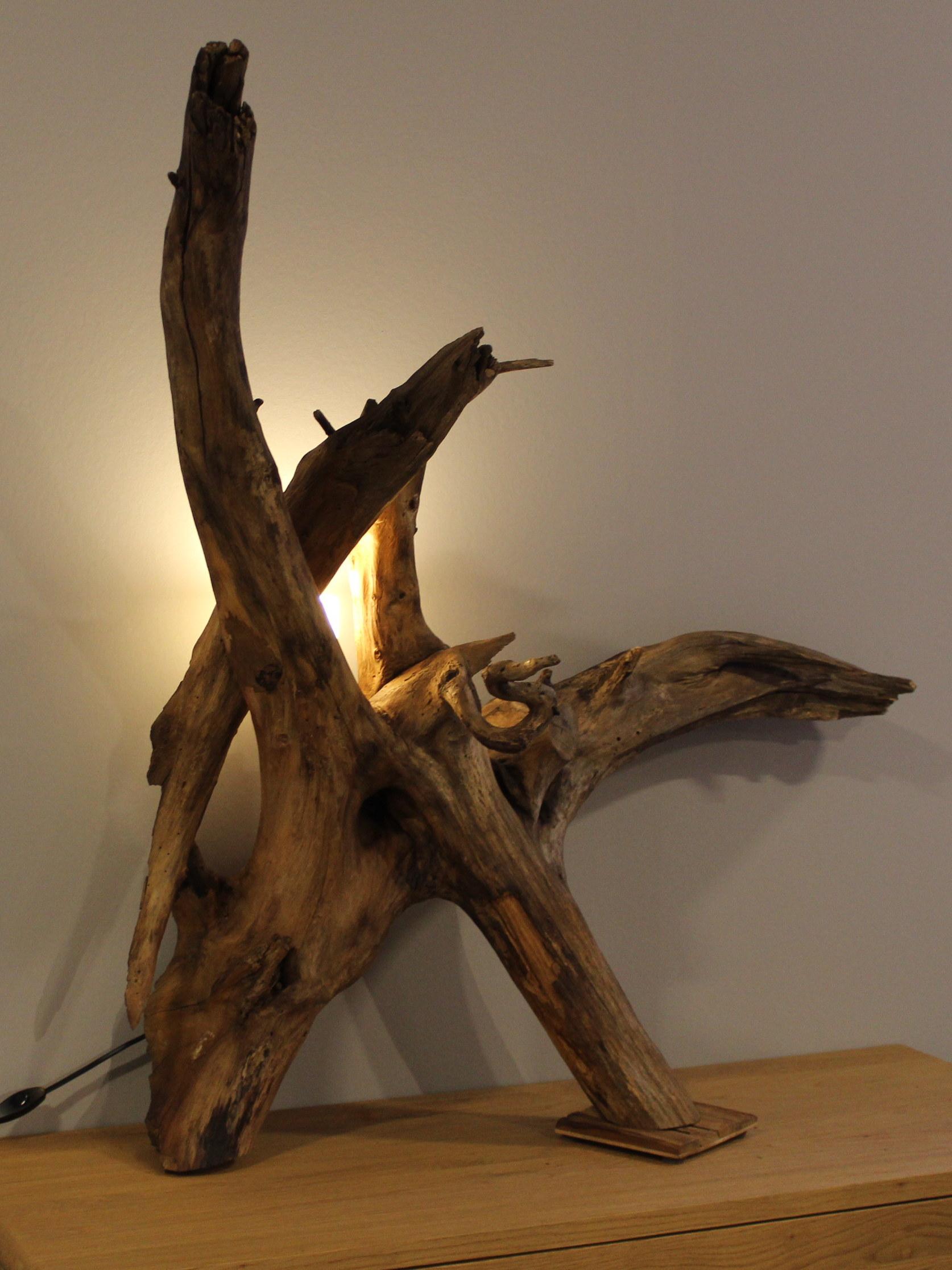 Kunstwerk aus Holz.