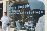 Elgin Busch vor ihrem Geschäft