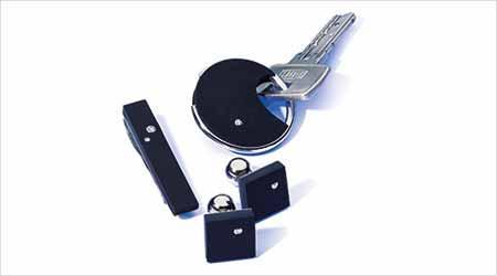 Manschettenknöpfe oder Schlüsselanhänger aus Kautschuk