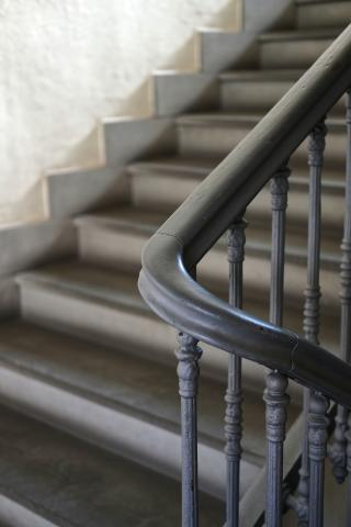 Zur Gebäudereinigung in Velbert gehört für AKSV Service & Dienstleistung auch die Treppenhausreinigung