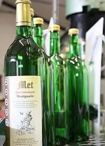 Produktion der Familie Thauern - Met-Honigwein
