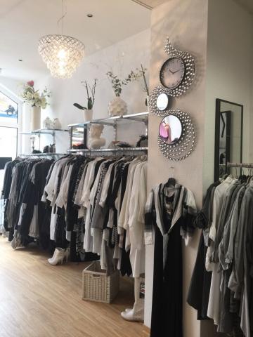 Bei einer Unternehmensnachfolge der Boutique S.Key in Berlin bietet Frau Rösch einen Pachtvertrag an